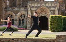 Kampfübungen gehören für Rose (Zoey Deutch) zum täglichen Unterricht