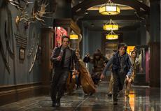Larry Daley (Ben Stiller), Akmenrah (Rami Malek), Attila der Hunne (Patrick Gallagher), Nick Daley (Skyler Gisondo) und Sacajawea (Mizuo Peck)