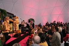Die Giraffenaffen eroberten die Frankfurter Buchmesse