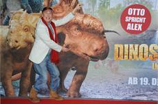 DINOSAURIER 3D - Im Reich der Giganten / Constantin Film feiert Premiere mit Komiker-Legende Otto Waalkes